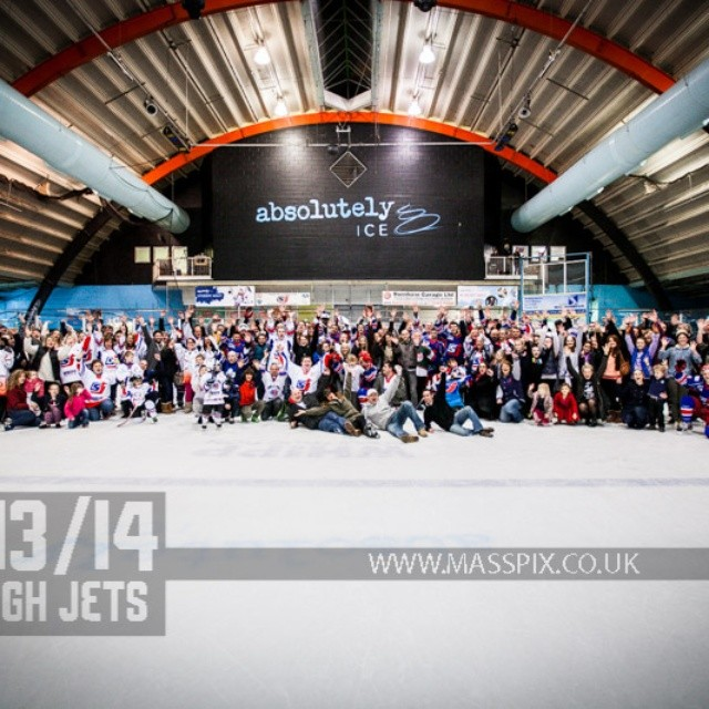 #icehockey - Jets with the #jetsfamily after the game - Photo @masspix